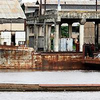 Kinshasa December 18, 2004 - Democratic Republic of Congo, Port of Matadi, The Congo River ©Jean-Michel Clajot