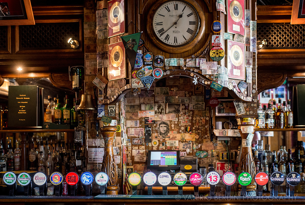 Pubs in Dublin are collector's dream. Painting, old newspapers, instruments. Every little angle tells a story or open the mind to create a new one.