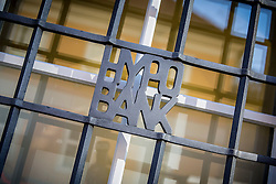 03.03.2015, Paulustorgasse, Graz, THEMENBILD, Hypo Bank, im Bild ein in ein Gitter eingearbeitetes Logo der Hypo Bank // ILLUSTRATION - Hypo Bank, the logo of the bank integrated into bars in front of a window, Graz, Austria on 2015/03/03, EXPA Pictures © 2015, PhotoCredit: EXPA/ Erwin Scheriau