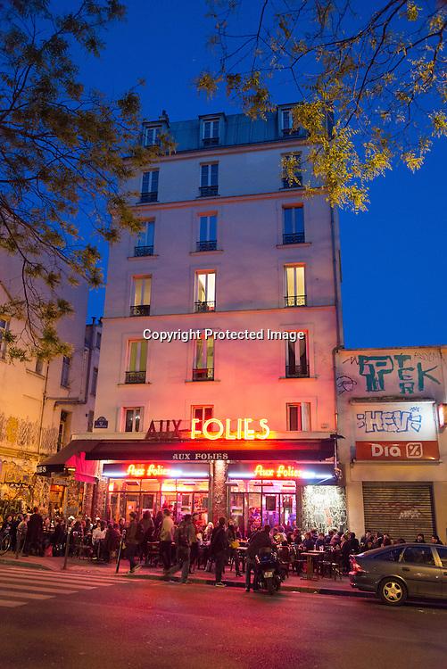 France. Paris 20th district. Aux folies, Trendy cafe bar rue de Belleville./ cafe terrasse à la mode rue de Belleville ou se melange chinois, francais juifs, africains et arabes