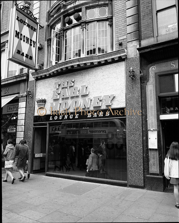 01/07/1969<br /> 07/01/1969<br /> 01 July 1969<br /> Pubs in and about Dublin.The Earl Mooney, North Earl Street, Dublin.