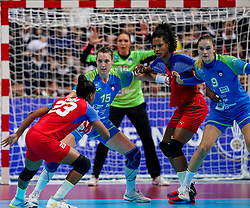 05-12-2019 JAP: Cuba - Slovenia, Kumamoto<br /> Fourth match groep A at 24th IHF Women's Handball World Championship. Slovenia win 39 - 26 of Cuba / Teja Ferfolja #15 of Slovenia, Nina Zabjek #9 of Slovenia, Yunisleidy Camejo Rodriguez #11 of Cuba