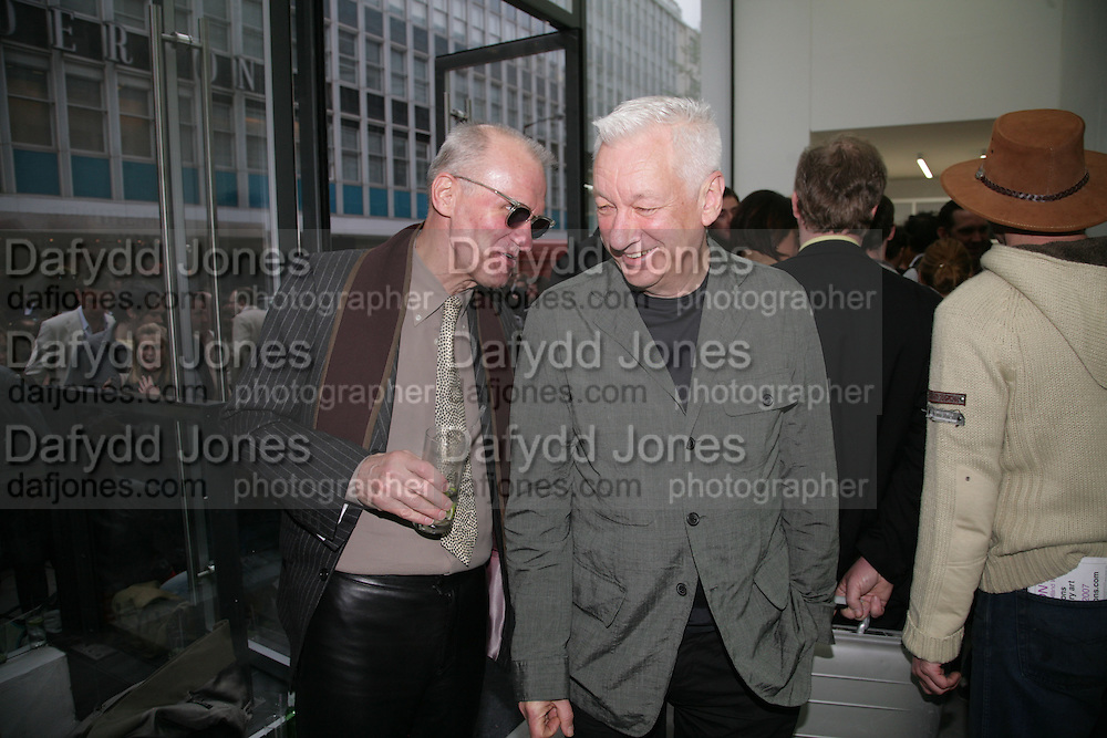 WARREN NIESLUCHOWSKI AND MICHAEL CRAIG-MARTIN, private view  of new exhibition by Tim Stoner , Alison Jacques Gallery in new premises in Berners St., London, W1 ,Afterwards across the rd. at the Sanderson Hotel. 3 May 2007. DO NOT ARCHIVE-© Copyright Photograph by Dafydd Jones. 248 Clapham Rd. London SW9 0PZ. Tel 0207 820 0771. www.dafjones.com.