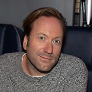 NLD/Amsterdam/20191216 - Q-christmas tour rijdt door Nederland, Menno Barreveld maakt radio vanuit de bus