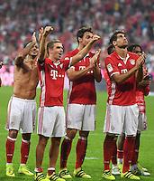 Fussball  1. Bundesliga  Saison 2016/2017  1. Spieltag  FC Bayern Muenchen - SV Werder Bremen      26.08.2016 Schlussjubel FC Bayern Muenchen; Thiago Alcantara, Philipp Lahm, Mats Hummels, Javi Martinez und Renato Sanches (v.li.)