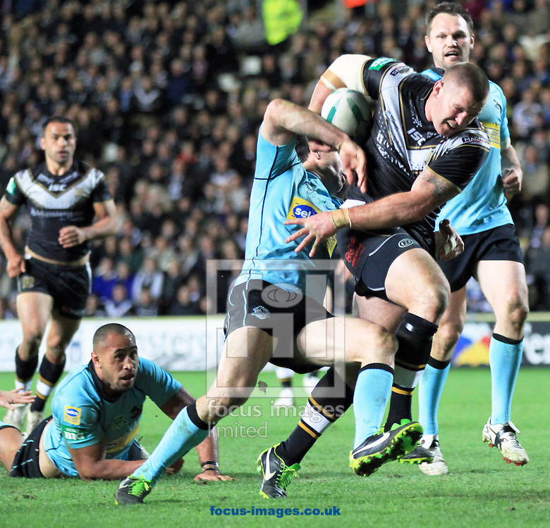 Picture by Richard Gould/Focus Images Ltd +447814 482222.03/05/2013.Mark O'Meley of Hull Football Club barges his way to the try line knocking through the London Bronco defence during the Super League match at the KC Stadium, Kingston upon Hull.