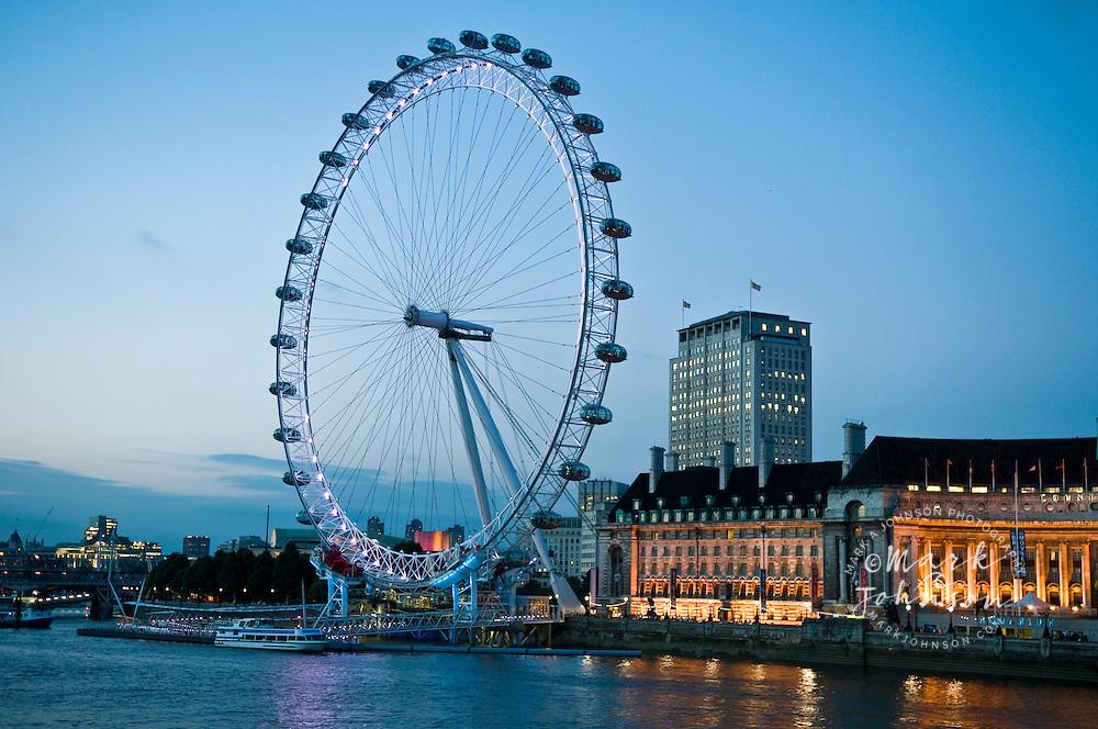 London Eye & London Aquarium at dusk, London, England, UK