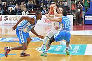 DESCRIZIONE : Varese, Lega A 2015-16 Openjobmetis Varese Dinamo Banco di Sardegna Sassari<br /> GIOCATORE : Ovidijus Varanauskas<br /> CATEGORIA : Tecnica difesa<br /> SQUADRA : Openjobmetis Varese<br /> EVENTO : Campionato Lega A 2015-2016<br /> GARA : Openjobmetis Varese vs Dinamo Banco di Sardegna Sassari<br /> DATA : 26/10/2015<br /> SPORT : Pallacanestro <br /> AUTORE : Agenzia Ciamillo-Castoria/I.Mancini<br /> Galleria : Lega Basket A 2015-2016 <br /> Fotonotizia : Varese  Lega A 2015-16 Openjobmetis Varese Dinamo Banco di Sardegna Sassari<br /> Predefinita :