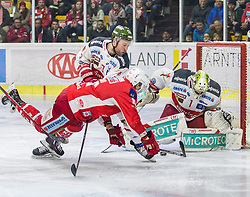 22.03.2019, Stadthalle, Klagenfurt, AUT, EBEL, EC KAC vs HCB Suedtirol Alperia, Viertelfinale, 5. Spiel, im Bild Paul GEIGER (HCB Suedtirol Alperia, #3), Thomas KOCH (EC KAC, #18), Jacob SMITH (HCB Suedtirol Alperia, #1) // during the Erste Bank Icehockey 5th quarterfinal match between EC KAC and HCB Suedtirol Alperia at the Stadthalle in Klagenfurt, Austria on 2019/03/22. EXPA Pictures © 2019, PhotoCredit: EXPA/ Gert Steinthaler
