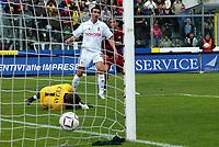 Livorno 17-4-05<br />Livorno Fiorentina Campionato serie A 2004-05<br />nella  foto il secondo gol di Cristiano Lucarelli<br />Foto Snapshot / Graffiti