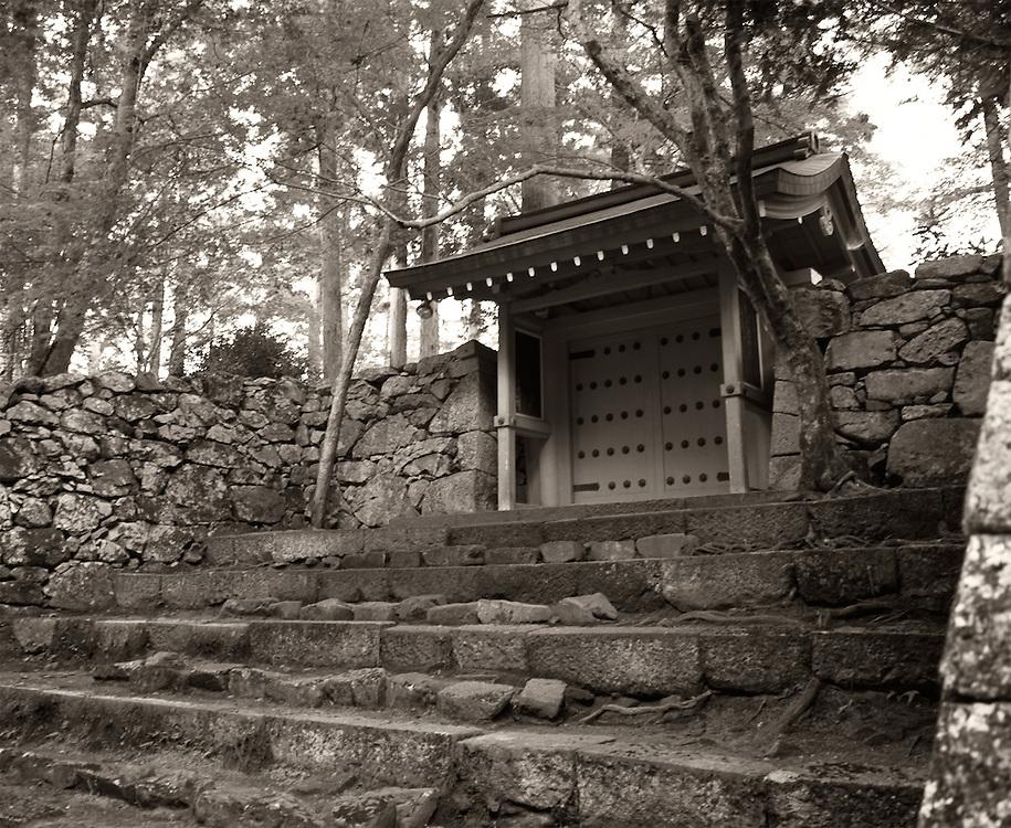 Porte dans la montagne, près de Ohara