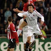 NLD/Eindhoven/20051101 - Champions League PSV - AC Milan, Jan Venegoor of Hesselink en Andrea Pirlo (21)