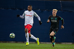 GRÖDIG, AUSTRIA - Tuesday, December 10, 2019: FC Salzburg's substitute Bryan Okoh (L) and Liverpool's's Luis Longstaff during the final UEFA Youth League Group E match between FC Salzburg and Liverpool FC at the Untersberg-Arena. (Pic by David Rawcliffe/Propaganda)