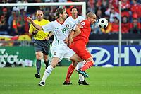 GEPA-1506085614 - BASEL,SCHWEIZ,15.JUN.08 - FUSSBALL - UEFA Europameisterschaft, EURO 2008, Schweiz vs Portugal, SUI vs POR. Bild zeigt Schiedsrichter Konrad Plautz (AUT), Miguael Veloso (POR) und Ernen Derdiyok (SUI).<br />Foto: GEPA pictures/ Oliver Lerch
