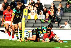 Marcelo Bosch of Saracens scores a late try to give Saracens the lead - Mandatory by-line: Robbie Stephenson/JMP - 16/04/2017 - RUGBY - StadiumMK - Milton Keynes, England - Northampton Saints v Saracens - Aviva Premiership