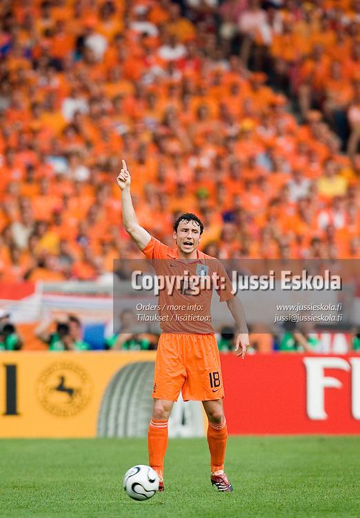 Mark Van Bommel.&#xA;Holland - Ivory Coast, World Cup, Stuttgart , 16 June 2006.&#xA;Photo: Jussi Eskola<br />