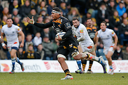 Wasps Number 8 Nathan Hughes breaks going on to score a try - Photo mandatory by-line: Rogan Thomson/JMP - 07966 386802 - 14/12/2014 - SPORT - RUGBY UNION - High Wycombe, England - Adams Park Stadium - Wasps v Castres Olympique - European Rugby Champions Cup Pool 2.
