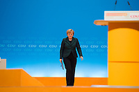 09 DEC 2014, KOELN/GERMANY:<br /> Angela Merkel, CDU, Bundeskanzlerin, auf dem Weg zum Rednerpult, CDU Bundesparteitag, Messe Koeln<br /> IMAGE: 20141209-01-004<br /> KEYWORDS: Party Congress