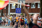 Het publiek wacht op de Cartesiusweg op het peloton. In Utrecht is de tweede etappe vanTour de France van start gegaan.<br /> <br /> In Utrecht the second stage of the Tour de France has started