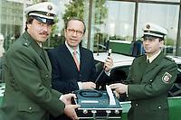 30.04.1998, Germany/Bonn:<br /> Matthias Wissmann, CDU, Bundesverkehrsminister, stellt neues Alkoholmessgerät der Polizei vor, Bundesverkehrsministerium<br /> IMAGE: 19980430-01/01-12