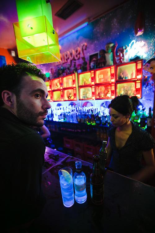 El Tupperware es uno de los bares de música más tradicionales de la noche de Malasaña.