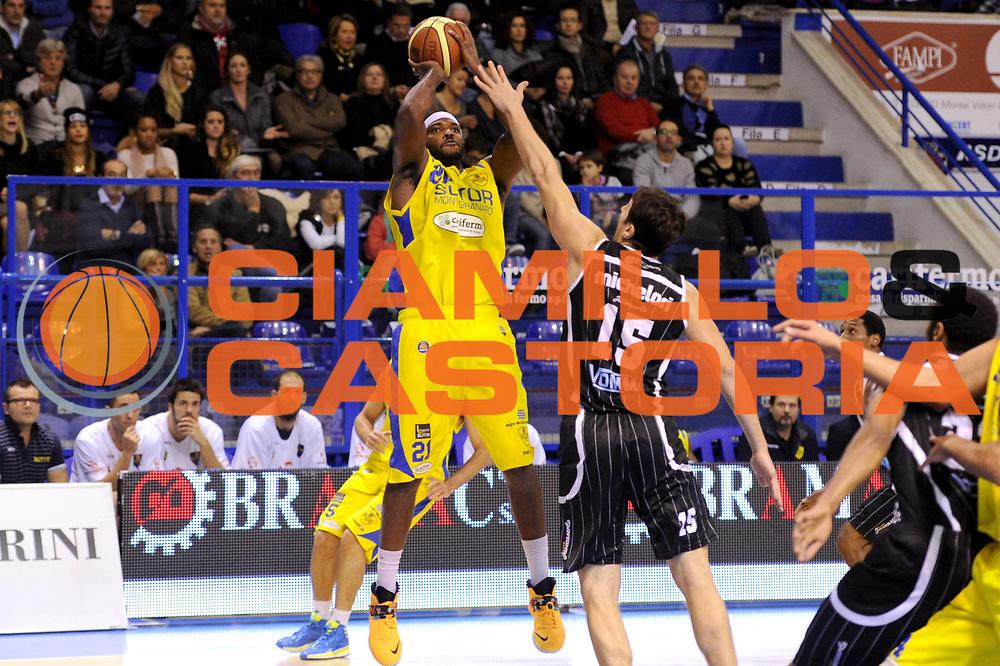 DESCRIZIONE : Porto San Giorgio Lega A 2013-14 Sutor Montegranaro Pasta Reggia Caserta<br /> GIOCATORE : Jamie Skeen<br /> CATEGORIA : tiro penetrazione<br /> SQUADRA : Sutor Montegranaro<br /> EVENTO : Campionato Lega A 2013-2014<br /> GARA : Sutor Montegranaro Pasta Reggia Caserta<br /> DATA : 01/12/2013<br /> SPORT : Pallacanestro <br /> AUTORE : Agenzia Ciamillo-Castoria/C.De Massis<br /> Galleria : Lega Basket A 2013-2014  <br /> Fotonotizia : Porto San Giorgio Lega A 2013-14 Sutor Montegranaro Pasta Reggia Caserta<br /> Predefinita :