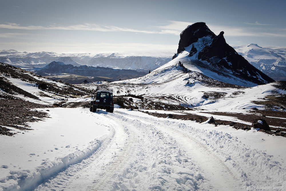 A Land Rover Defender by mountain Einhyrningur. Glacier Eyjafjallajokull in background.<br /> <br /> Land Rover Defender vi&eth; fjalli&eth; Einhyrning. Eyjafjallaj&ouml;kull &iacute; baks&yacute;n.