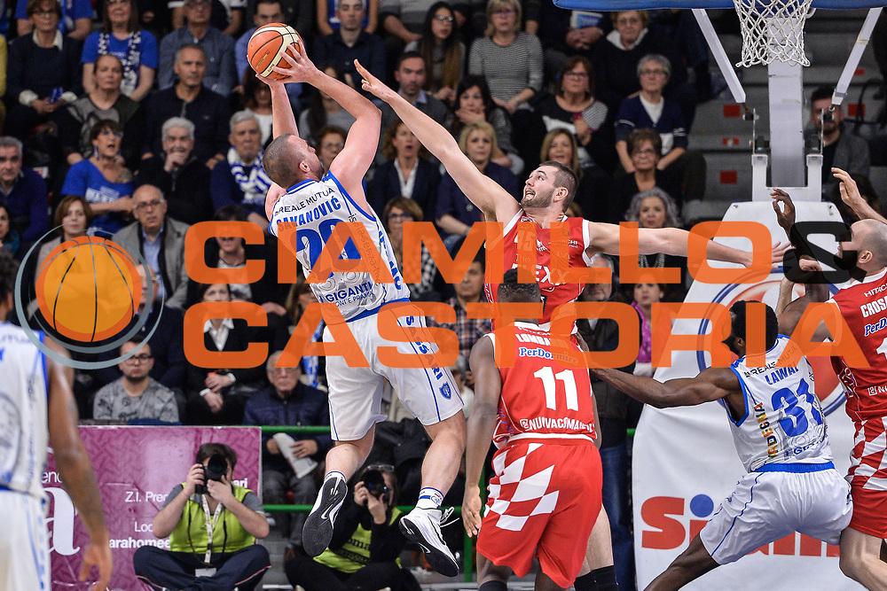Dusko Savanovic, Nathan Boothe<br /> Banco di Sardegna Dinamo Sassari - The Flexx Pistoia Basket<br /> Legabasket Serie A LBA Poste Mobile 2016/2017<br /> Sassari 04/03/2017
