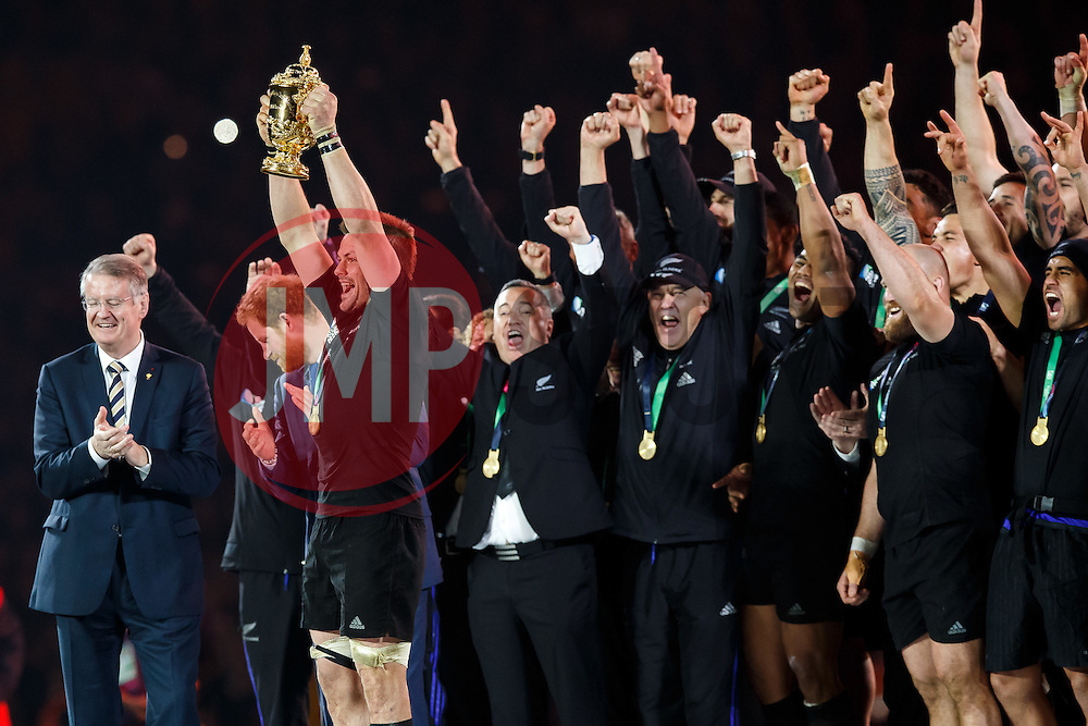 New Zealand Flanker Richie McCaw (capt) lifts the Webb Ellis Cup after New Zealand win the match 34-17 to become 2015 World Cup Champions - Mandatory byline: Rogan Thomson/JMP - 07966 386802 - 31/10/2015 - RUGBY UNION - Twickenham Stadium - London, England - New Zealand v Australia - Rugby World Cup 2015 FINAL.