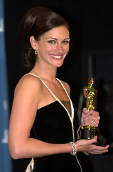 Mar 25, 2001; Los Angeles, CA, USA; Oscar 2001: 'Best Actress' JULIA ROBERTS @ the 73rd Annual Academy Awards..  (Credit Image: Daily Breeze/ZUMAPRESS.com)