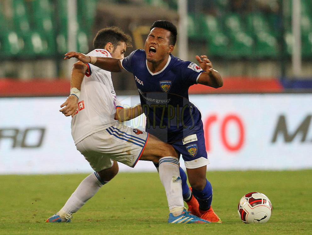 Bruno Filipe Tavares Pinheiro of FC Goa and Jeje Lalpekhlua of Chennaiyin FC in action during match 50 of the Hero Indian Super League between Chennaiyin FC and FC Goa held at the Jawaharlal Nehru Stadium, Chennai, India on the 5th December 2014.<br /> <br /> Photo by:  Vipin Pawar/ ISL/ SPORTZPICS