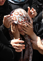 60372638<br /> A relative of Palestinian Majed Lahlouh mourns for him during his funeral in the West Bank city of Jenin on Tuesday Aug. 20, 2013. Lahlouh was killed early Tuesday in clashes with Israeli forces that raided north West Bank, medical and security sources said, Tuesday August. 20, 2013.<br /> Picture by imago / i-Images<br /> UK ONLY