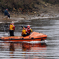 River Search...17.1.2001.<br />An inshore lifeboat crew from the Broughty Ferry RNLI station stops to talk to fishermen as they search the banks of the River Tay around the Friarton and harbour area of Perth after someone was seen jumping into the river.<br />(Please see Gordon Currie / Premier News story 01738 446766)<br /><br />Picture by John Lindsay.<br />COPYRIGHT: Perthshire Picture Agency<br />Tel: 01738 623350  Mob: 07775 852112