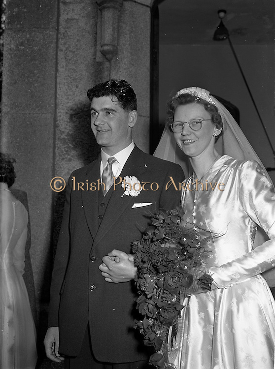 30/03/1957<br /> 03/30/1957<br /> 30 March 1957<br /> Wedding of Lee - Hill at Finglas Parish Church (Church of Ireland) and the Spa Hotel, Lucan, Dublin. Bride and groom leaving the church.
