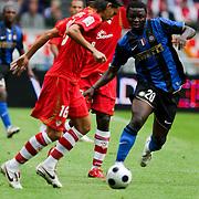 NLD/Amsterdam/20080808 - LG Tournament 2008 Amsterdam, FC Internazionale v Sevilla FC, Galvez in duel met Muntari