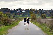 Nederland, Nijmegen, 4-11-2015Een jong stel loopt een rondje hard in de Ooijpolder.FOTO: FLIP FRANSSEN/ HH