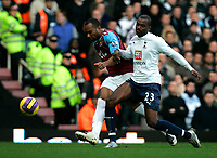 Photo: Tom Dulat/Sportsbeat Images.<br /> <br /> West Ham United v Tottenham Hotspur. The FA Barclays Premiership. 25/11/2007.<br /> <br /> Danny Gabbidon of West Ham United and Darren Bent of Tottenham Hotspur with the ball.