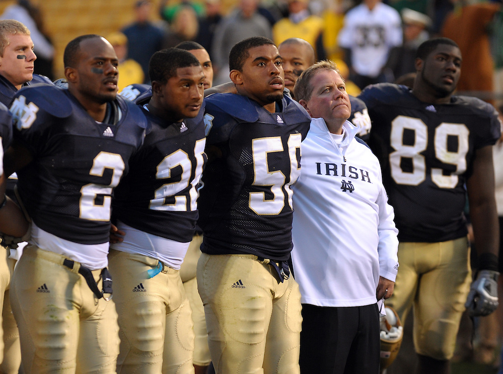 Brian Kelly and the team sing the Alma Mater...