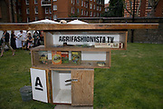 A Night for the creative Act. Fundraising for the Hoft charity. Rochelle School. Arnold Circus. London.  26 June 2008 *** Local Caption *** -DO NOT ARCHIVE-© Copyright Photograph by Dafydd Jones. 248 Clapham Rd. London SW9 0PZ. Tel 0207 820 0771. www.dafjones.com.