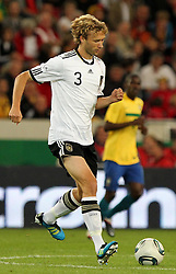 GER, Commerzbank Arena, GER, Stuttgart, FSP, LS, Deutschland (GER) vs Brasilien (BRA), im Bild .. Simon Rolfes (GER/Bayer 04 Leverkusen) // durch the friendly ship between Germany (GER) vs Brasil (BRA) in Commerzbank Arena, Stuttgart, on 2011/08/11 EXPA Pictures © 2011, PhotoCredit: EXPA/ nph/  Hessland       ****** out of GER / CRO  / BEL ******