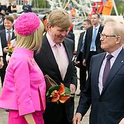NLD/Makkum/20080430 - Koninginnedag 2008 Makkum, Willem Alexander in gesprek met Pieter van Vollenhoven
