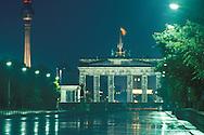 DEU, Germany, West-Berlin, the street Strasse des 17. Juni, the Brandenburg Gate, Berlin Wall, view to the Eastberlin television tower at the Alexander square.....DEU, Deutschland, Westberlin, Strasse des 17. Juni, das Brandenburger Tor, Berliner Mauer, Blick zum Ostberliner Fernsehturm am Alex...1988