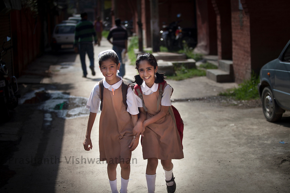 Girls leaving for school in Srinangar, September 2011, Kashmir, India. Photographer: Prashanth Vishwanathan