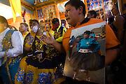 Personas participan en la fiesta religiosa  de La Tirana, realizada en honor a la Virgen del Carmen en el pueblo de La Tirana, ubicado 1.773 kilómetros al noreste de Santiago (Chile). La Tirana, población que cuenta con 600 habitantes, recibe entre 200.000 y 250.000 visitantes durante la semana de celebraciones a la que asisten fieles provenientes de diversas partes de Chile, Perú y Bolivia.