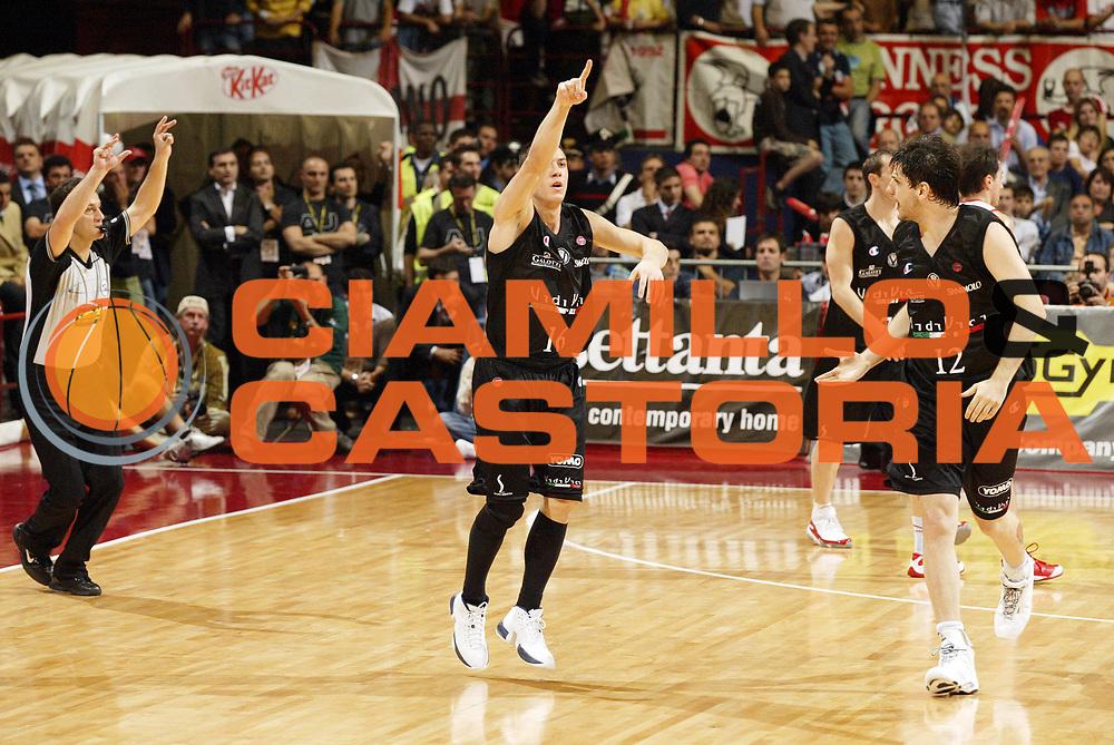 DESCRIZIONE : Milano Lega A1 2006-07 Playoff Semifinale Gara 3 Armani Jeans Milano VidiVici Virtus Bologna<br /> GIOCATORE : Fabio Di Bella<br /> SQUADRA : VidiVici Virtus Bologna<br /> EVENTO : Campionato Lega A1 2006-2007 Playoff Semifinale Gara 3<br /> GARA : Armani Jeans Milano VidiVici Virtus Bologna<br /> DATA : 06/06/2007 <br /> CATEGORIA : Esultanza<br /> SPORT : Pallacanestro <br /> AUTORE : Agenzia Ciamillo-Castoria/G.Cottini