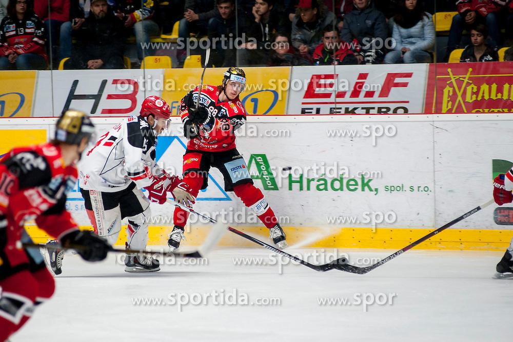 23.10.2016, Ice Rink, Znojmo, CZE, EBEL, HC Orli Znojmo vs HC TWK Innsbruck Die Haie, 13. Runde, im Bild v.l. Tyler Spurgeon (HC TWK Innsbruck) Libor Sulak (HC Orli Znojmo) // during the Erste Bank Icehockey League 13th round match between HC Orli Znojmo and HC TWK Innsbruck Die Haie at the Ice Rink in Znojmo, Czech Republic on 2016/10/23. EXPA Pictures © 2016, PhotoCredit: EXPA/ Rostislav Pfeffer