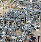 Nederland, Noord-Brabant, Gemeente Moerdijk 01-04-2016; Iraakinstallatie van Shell Chemie op Industrieterrein en havengbied Moerdijk.<br /> Industrial and port area of Moerdijk, including Shell Chemical and Essent thermal power plant.<br /> luchtfoto (toeslag op standard tarieven);<br /> aerial photo (additional fee required);<br /> copyright foto/photo Siebe Swart