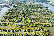 Nederland, Drenthe, Emmen, 28-10-2014; Parc Sandur, zuidelijke  woonwijk van Emmen en gedeeltelijk recreatiepark. Gelegen aan de Grote Rietplas, kunstmatig aangelegd recreatiemeer.<br /> Residential neighborhood and recreational park.<br /> <br /> luchtfoto (toeslag op standard tarieven);<br /> aerial photo (additional fee required);<br /> copyright foto/photo Siebe Swart