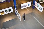 Photographie lors du dévoilement de l'exposition des gagnants du concours en photographie et Illustration LUX organisé par Infopresse  Musée Juste pour Rire / Montreal / Canada / 2008-10-01