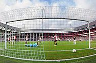 ROTTERDAM, Feyenoord - Heracles Almelo, voetbal Eredivisie, seizoen 2013-2014, 27-10-2013, Stadion de Kuip, de 1-2 van Heracles Almelo speler Mikhail Rosheuvel (niet zichtbaar), Feyenoord keeper Erwin Mulder (M), Feyenoord speler Daryl Janmaat (2R), Heracles Almelo speler Bryan Linssen (R).